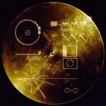 """<p>Image By NASA/JPL - The Sounds of Earth Record Cover, Public Domain,<a href=""""https://commons.wikimedia.org/w/index.php?curid=137443"""">https://commons.wikimedia.org/</a></p>"""