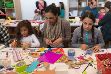 <p>Creating together at the 2016 Arty Party. Photo credit:Chona Kasinger.</p>