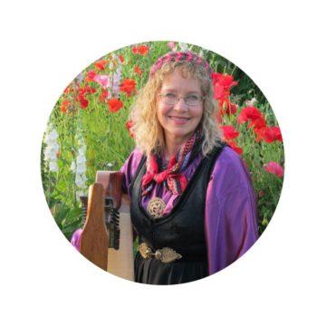 <p>Beth Kollé, harpist</p>